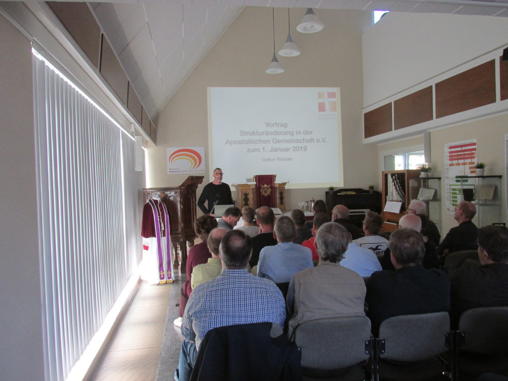 Vortrag von Volker Wissen zu den Strukturänderungen in der Apostolischen Gemeinschaft 2019.